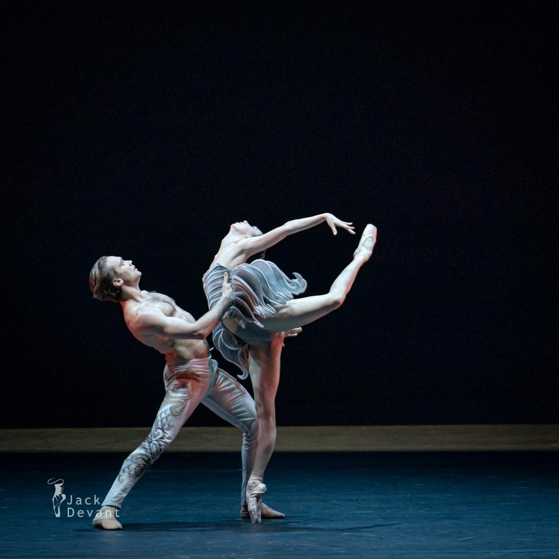Jack-Devant-Ana-Turazashvili-and-Mikhail-Lobukhin-in-Come-un-Respiro-107